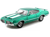 Oldsmobile 442 W30 green with 2 white stripes 1972